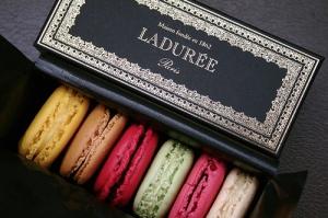 beautiful_laduree_macarons