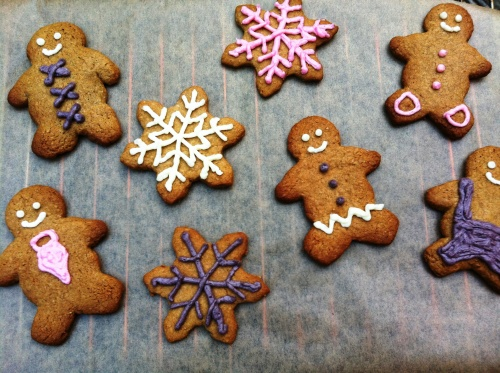 gingerbread_men_and_snowflakes