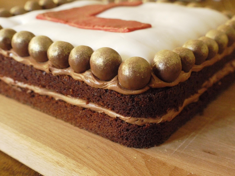 thelittleloaf: Chocolate malt cake