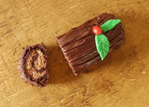 Chocolate Yule Log @thelittleloaf