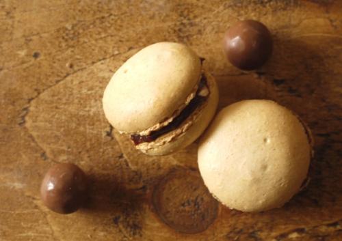 Malteser Macarons