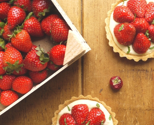Strawberry pimms tarts